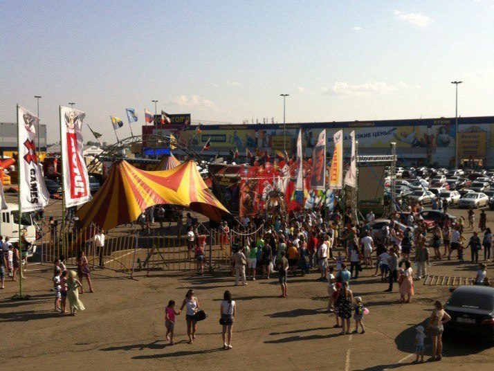 На выступлении «Цирка Демидовых» в Омске акробат упал с высоты