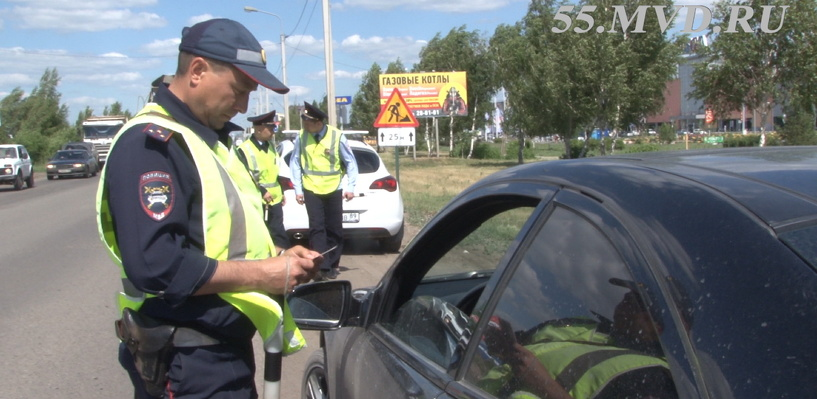 Возле омской «Меги» остановили 250 водителей за неоплаченные штрафы