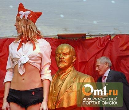 В Омской области налетчики разгромили штаб КПРФ и осквернили памятник Ленину