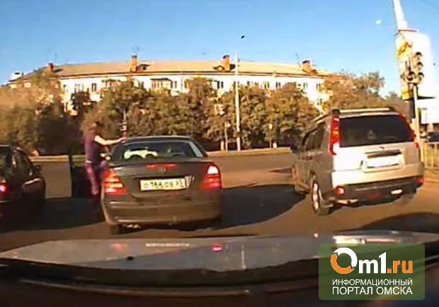 Две автоледи подрались в центре Омска