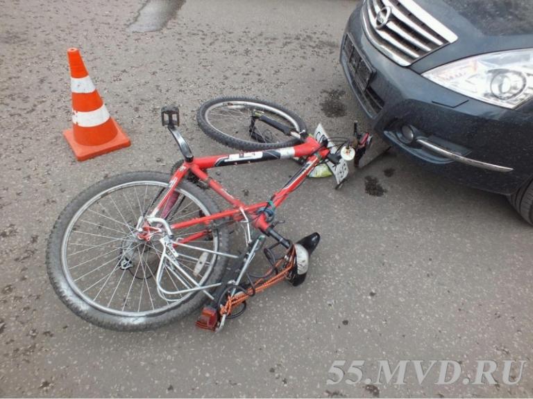 Иномарка сбила 13-летнего велосипедиста в Омске