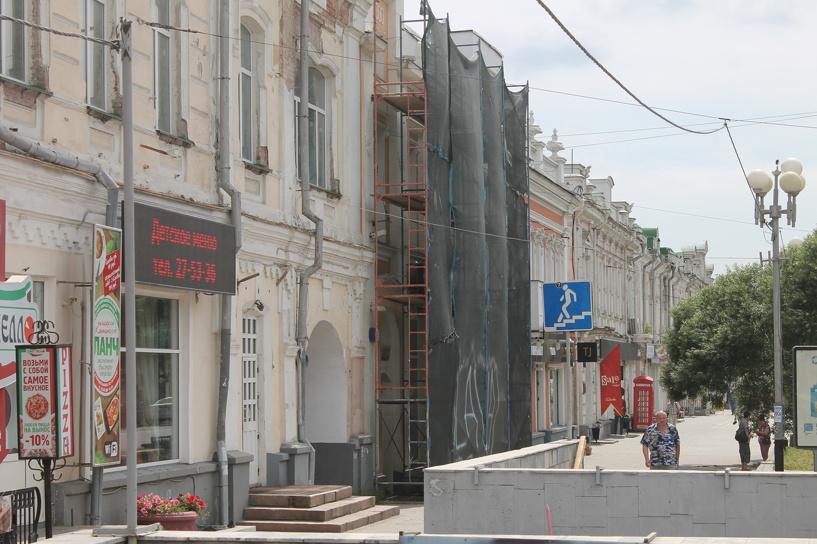 Меняют плитку, соскребают фасады: в Омске началась реконструкция Любинского проспекта