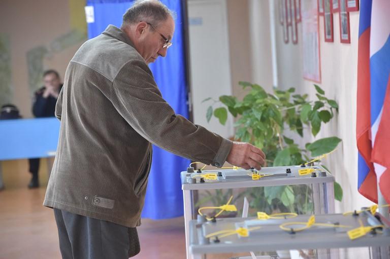 К полудню в Омске проголосовали почти 14% избирателей