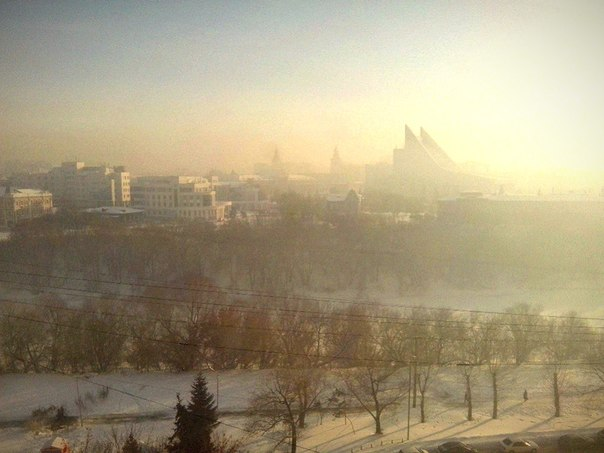 Над Омском повис туман с запахом гари