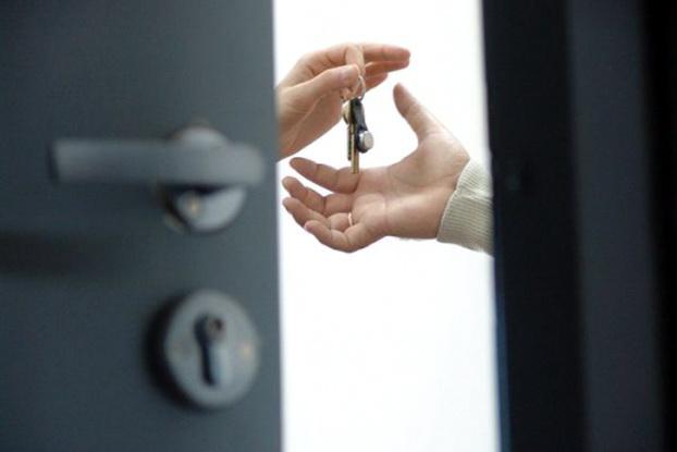 В Омске мошенники похищали квартиры одиноких алкоголиков