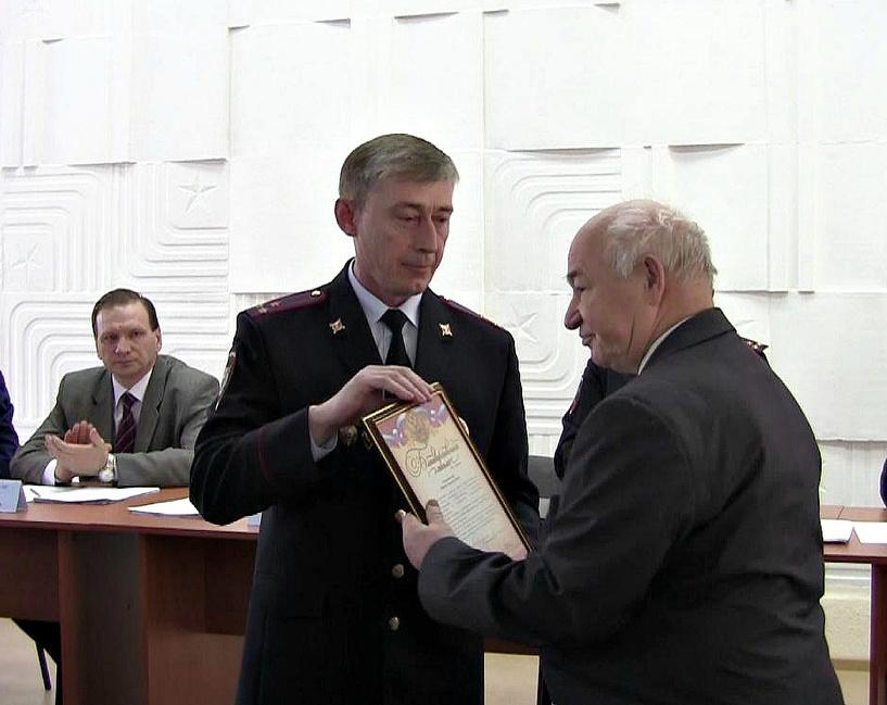 Бригада «скорой», задержавшая преступника, была награждена омскими полицейскими