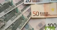 Тревожные колебания: курс евро подскочил выше 57 рублей