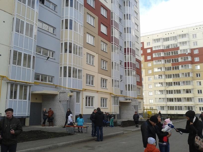 Омским переселенцам подарили некачественные дома