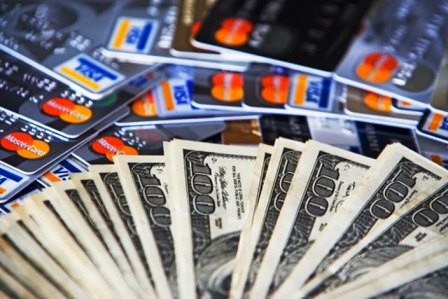 Банки пересматривают платежеспособность омичей и поднимают кредитные ставки