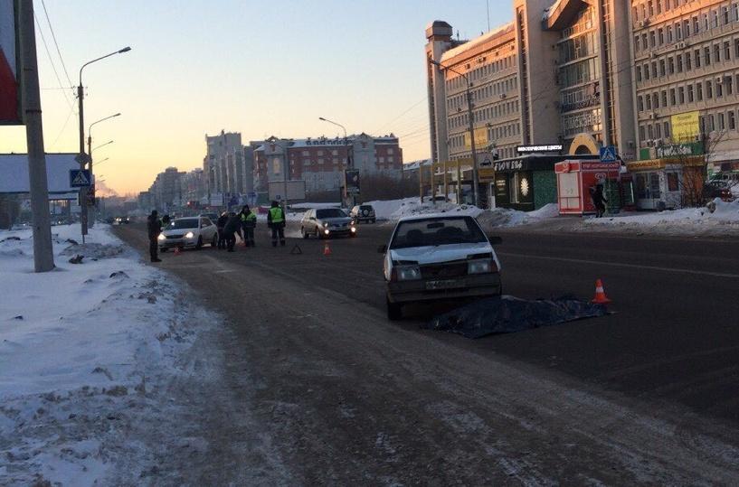 На пешеходном переходе в Омске погибла женщина