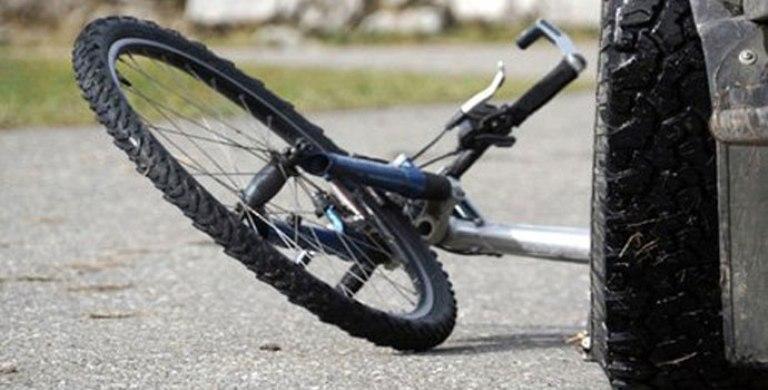 В Омской области водитель иномарки сбил девочку-велосипедистку, сдавая назад