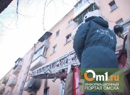 В Омске из горящего дома на Молодогвардейской спасли 40 человек