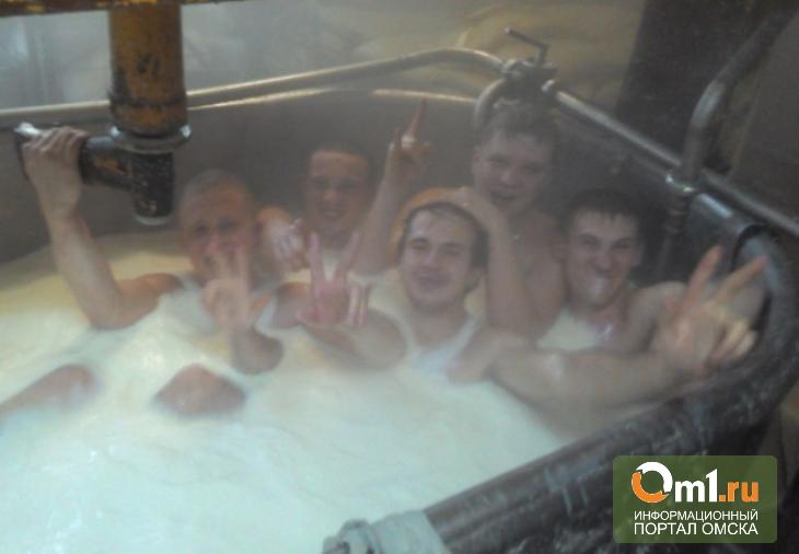 В Омске на заводе сыров вандалы купались в чане с молоком
