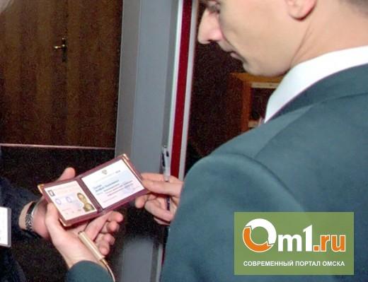 В Омске ищут лже-помощника прокурора, который разгуливал по городу с поддельной «корочкой»