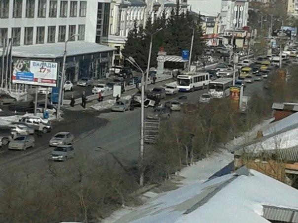 В Омске на проспекте Маркса перевернулся автомобиль