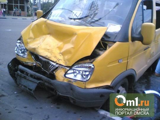 В Омске в ДТП с двумя маршрутками пострадал пассажир