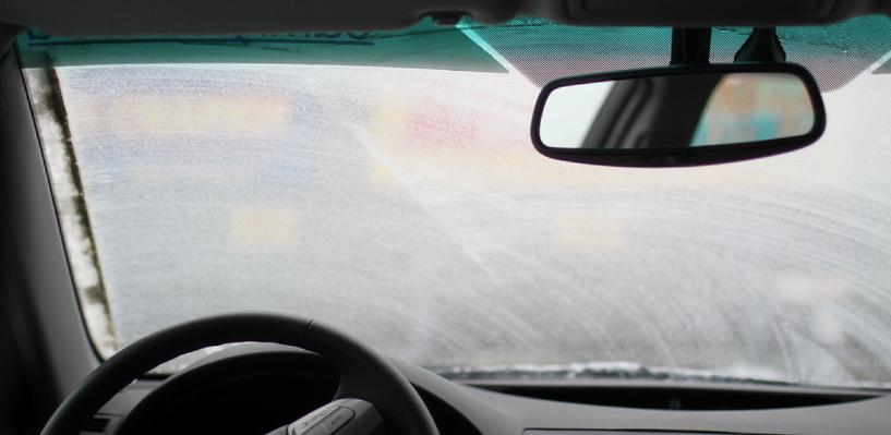 Из-за морозов омских автолюбителей просят отказаться от дальних поездок