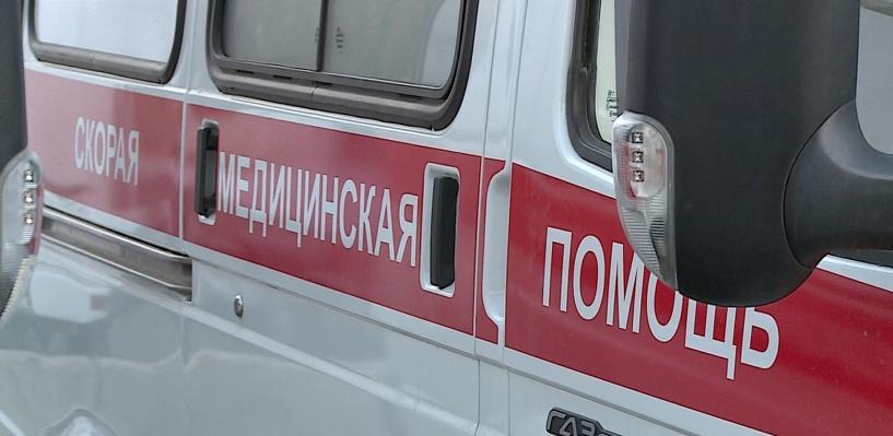 В Омске пенсионер на иномарке сбил девушку на остановке