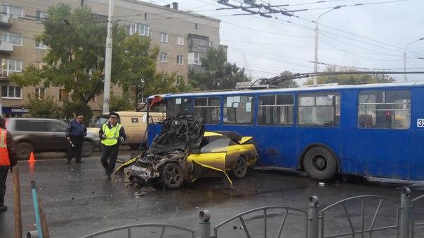 Омич, который разбился на Skyline в ДТП с троллейбусом, впал в кому