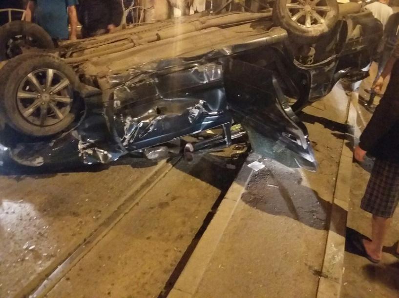 В Омске на перекрестке перевернулся водитель иномарки