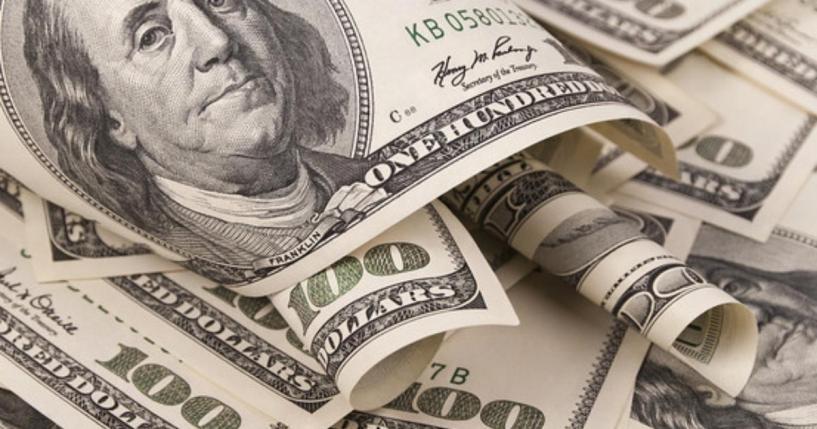Курс валют: доллар вырос по отношению к рублю на открытии торгов