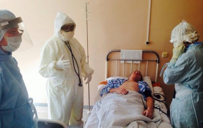Лихорадка Эбола в Омске: медики оказывают помощь «заболевшим»