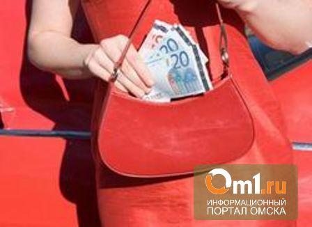 У пьяной омички украли полмиллиона рублей