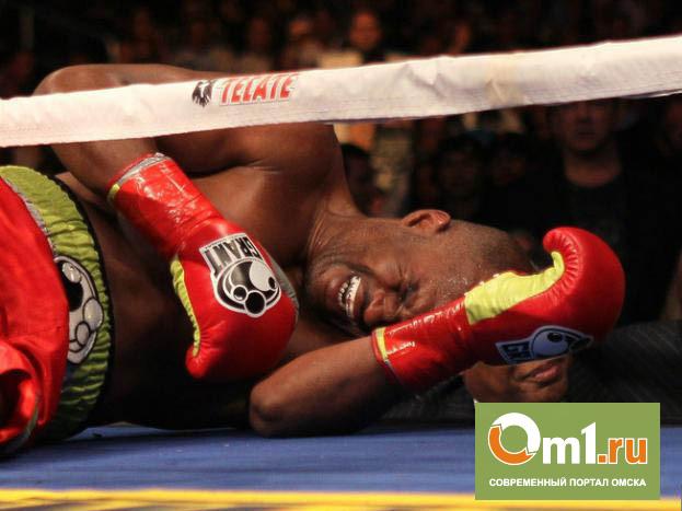 Американский боксер на ринге симулировал нокаут
