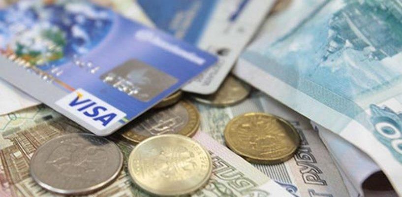 Предприимчивая омичка сняла с банковской карты родственника 130 000 рублей