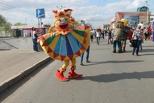 Кукольный марш. Участники фестиваля «В гостях у «Арлекина» прошли по омским улицам
