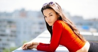 Актриса из Омска Дарья Зарецкая засветилась в клипе «Сиськи» скандальной группы «Ленинград»