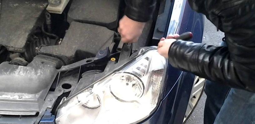 Двое молодых омичей воровали аккумуляторы из автомобилей