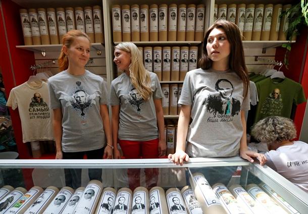 Каждый шестой россиянин хочет носить портрет Путина