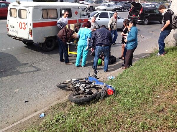 В Омске на Жукова «семерка» врезалась в мотоцикл