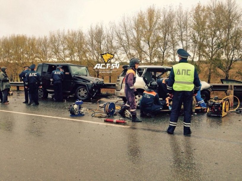 Два человека погибли в лобовой аварии на трассе Омск-Новосибирск