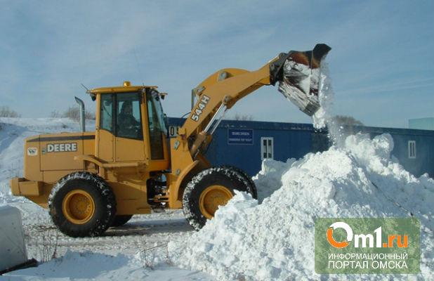 Омские дорожные службы продолжают вывозить снег с улиц
