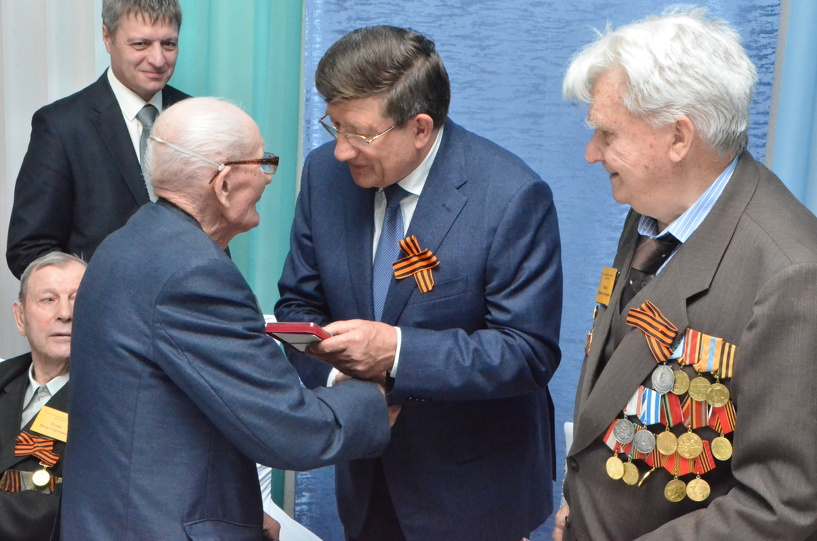 Двораковский вручил ветеранам юбилейные медали