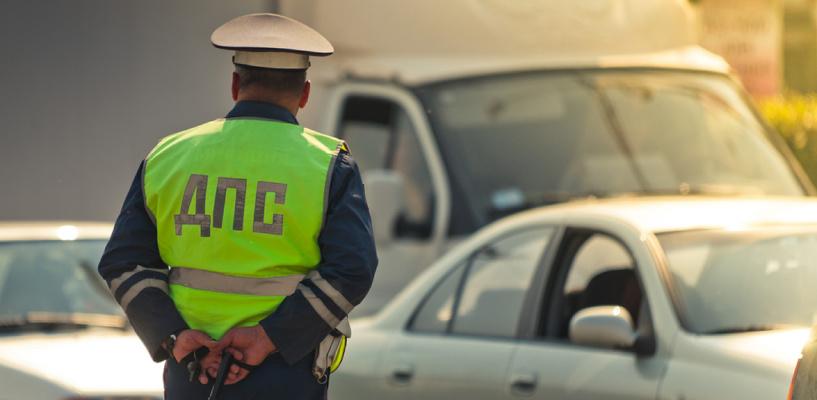 Омских водителей ограничивают в праве вождения из-за долгов