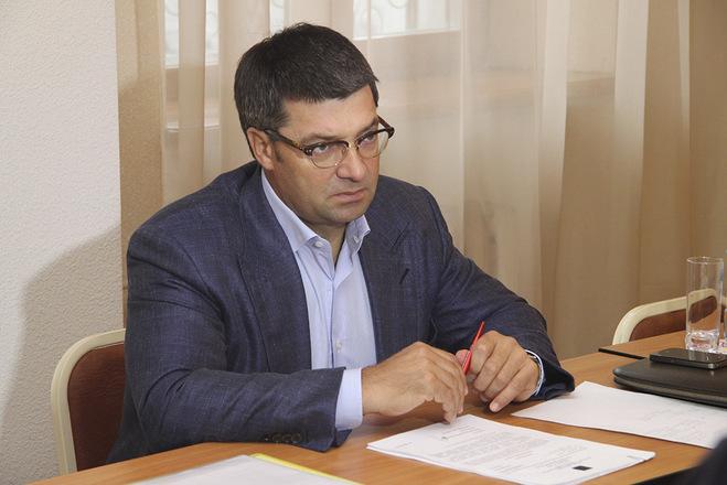 Денисенко первым сдал подписи в свою поддержку в Облизбирком