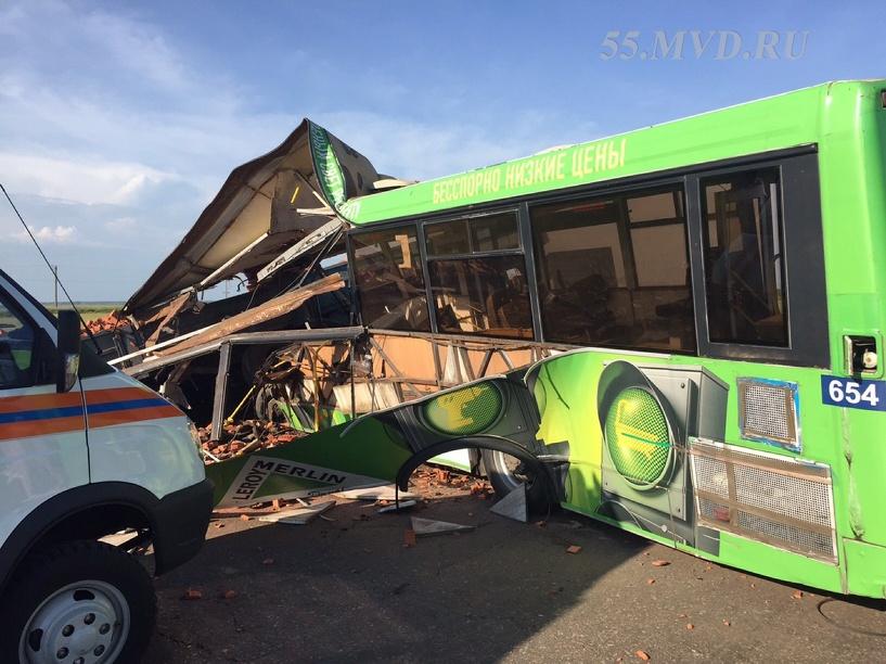 Полиция выдвинула первые версии аварии на Сыропятском тракте Омска