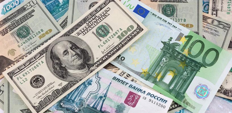 На фоне дешевеющей нефти доллар превысил 74 руб. впервые с декабря 2014 года
