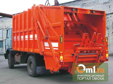 В Омске на Иртышской набережной Toyota столкнулась с мусоровозом