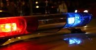 В Омске водитель сбил двух девушек и скрылся с места аварии