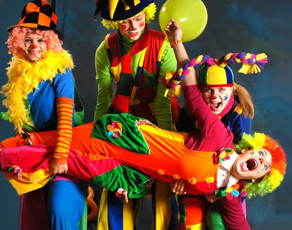 Врачам в омских больницах будут помогать клоуны