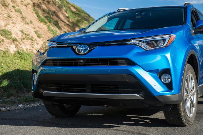 Прогрессирующее «узкоглазие»: Toyota показала обновленный Rav 4