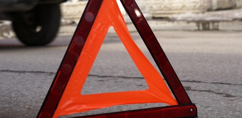 В Омске женщина на внедорожнике врезалась в пассажирский автобус