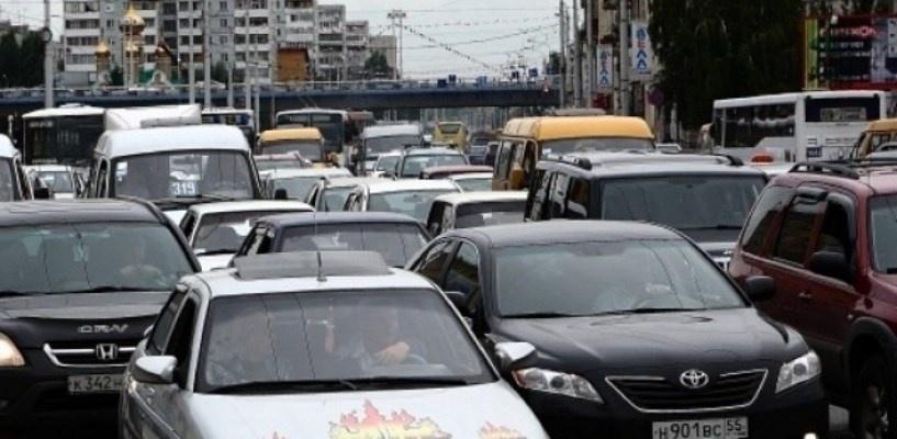 Пробки в Омске: заторы на улицах города составляют 4 балла