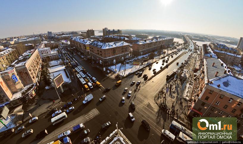 Долгий зеленый на Маркса-Масленникова в Омске не спас перекресток от пробок