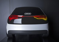 Автомобили Audi будут светить лазером и ездить самостоятельно