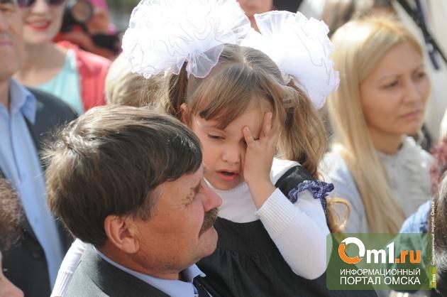 В День знаний омских школьников охраняли больше 2 500 полицейских